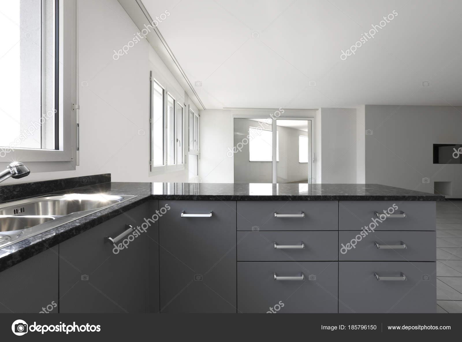 Modern Keuken Schiereiland : Moderne woning met keuken schiereiland u2014 stockfoto © zveiger #185796150
