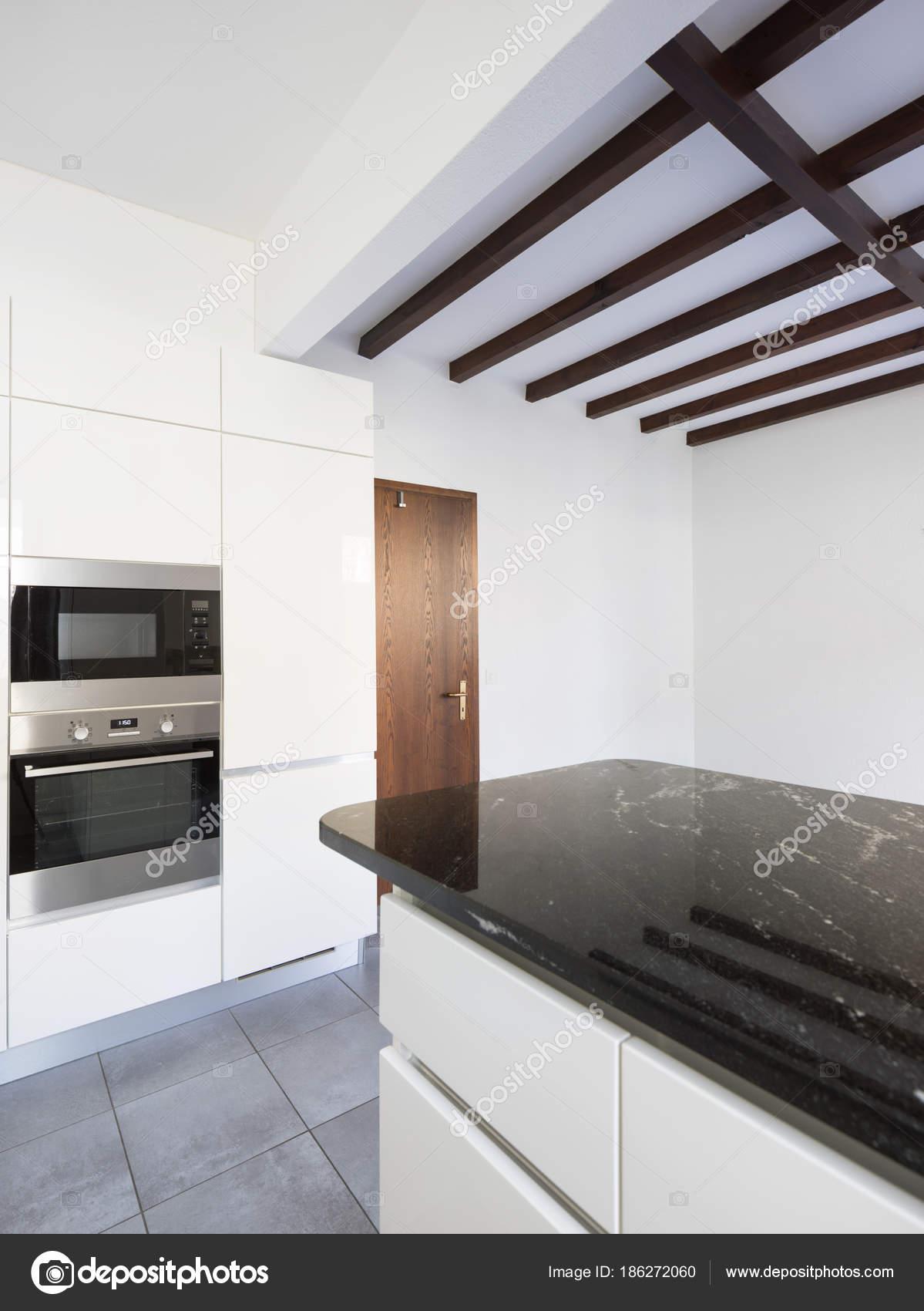 Dettagli della cucina bianca e nera, dettagli in marmo ...