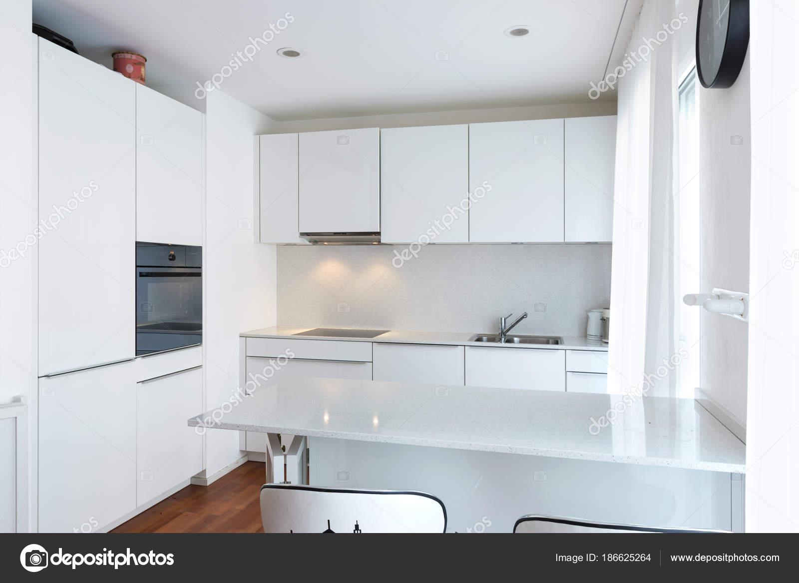 Moderna Cozinha Branca Com Pen Nsula Stock Photo Zveiger 186625264