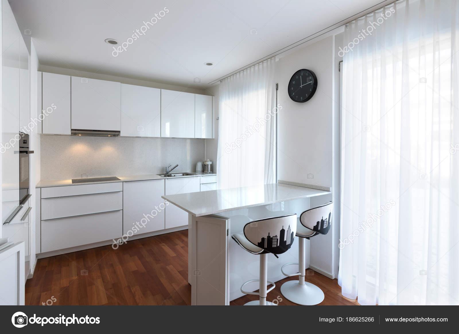 Moderna Cozinha Branca Com Pen Nsula Stock Photo Zveiger 186625266