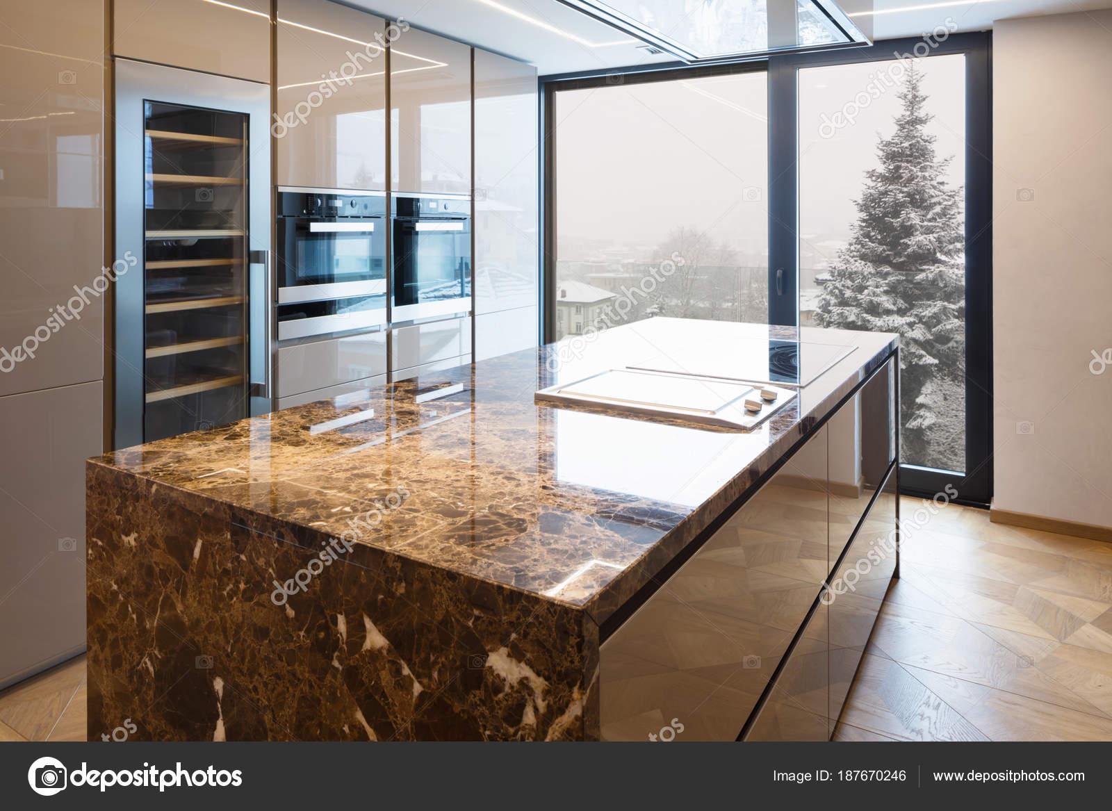 Moderna Cozinha Em M Rmore Com Ilha Stock Photo Zveiger 187670246