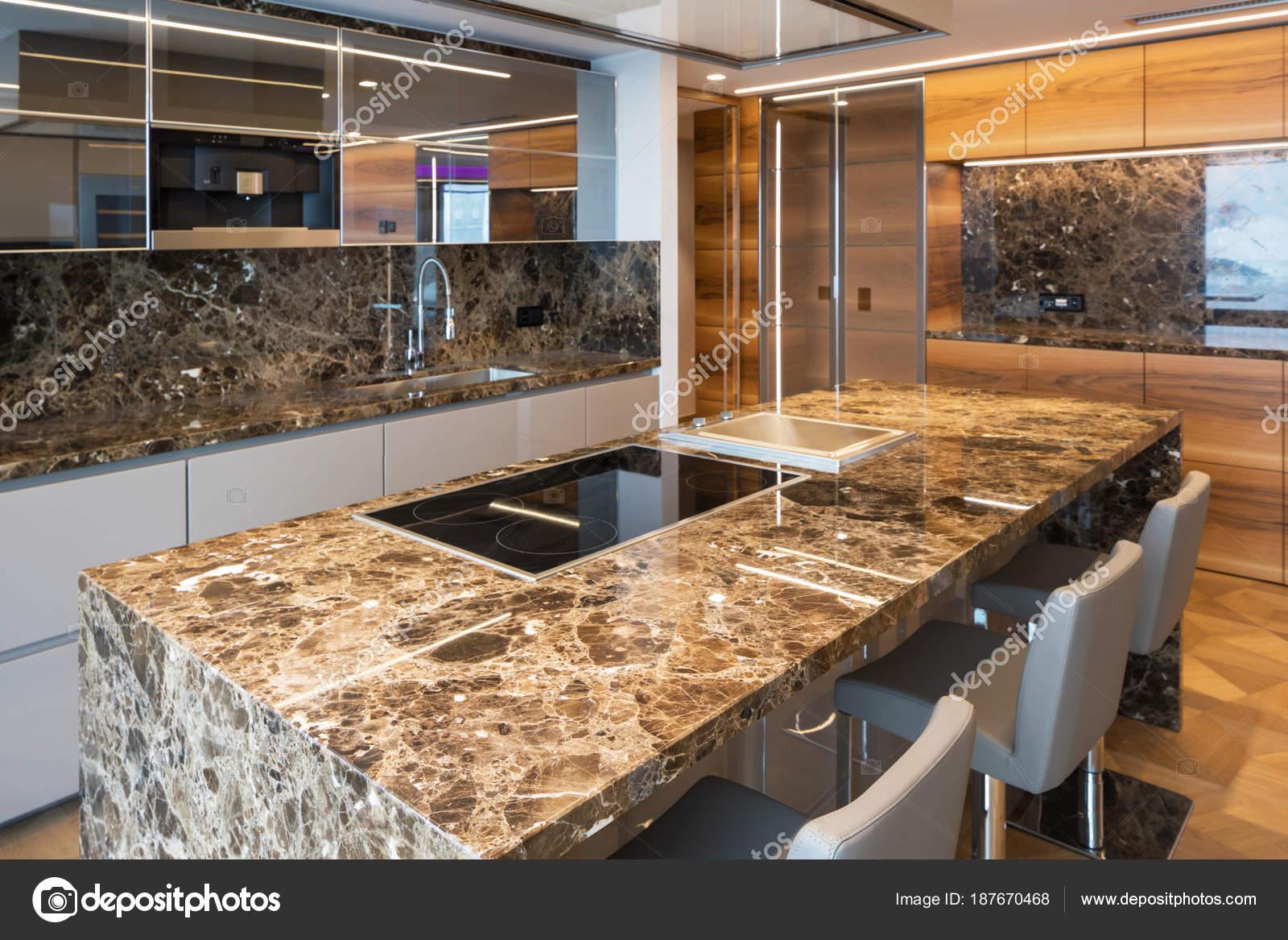 Moderna Cozinha Em M Rmore Com Ilha Stock Photo Zveiger 187670468