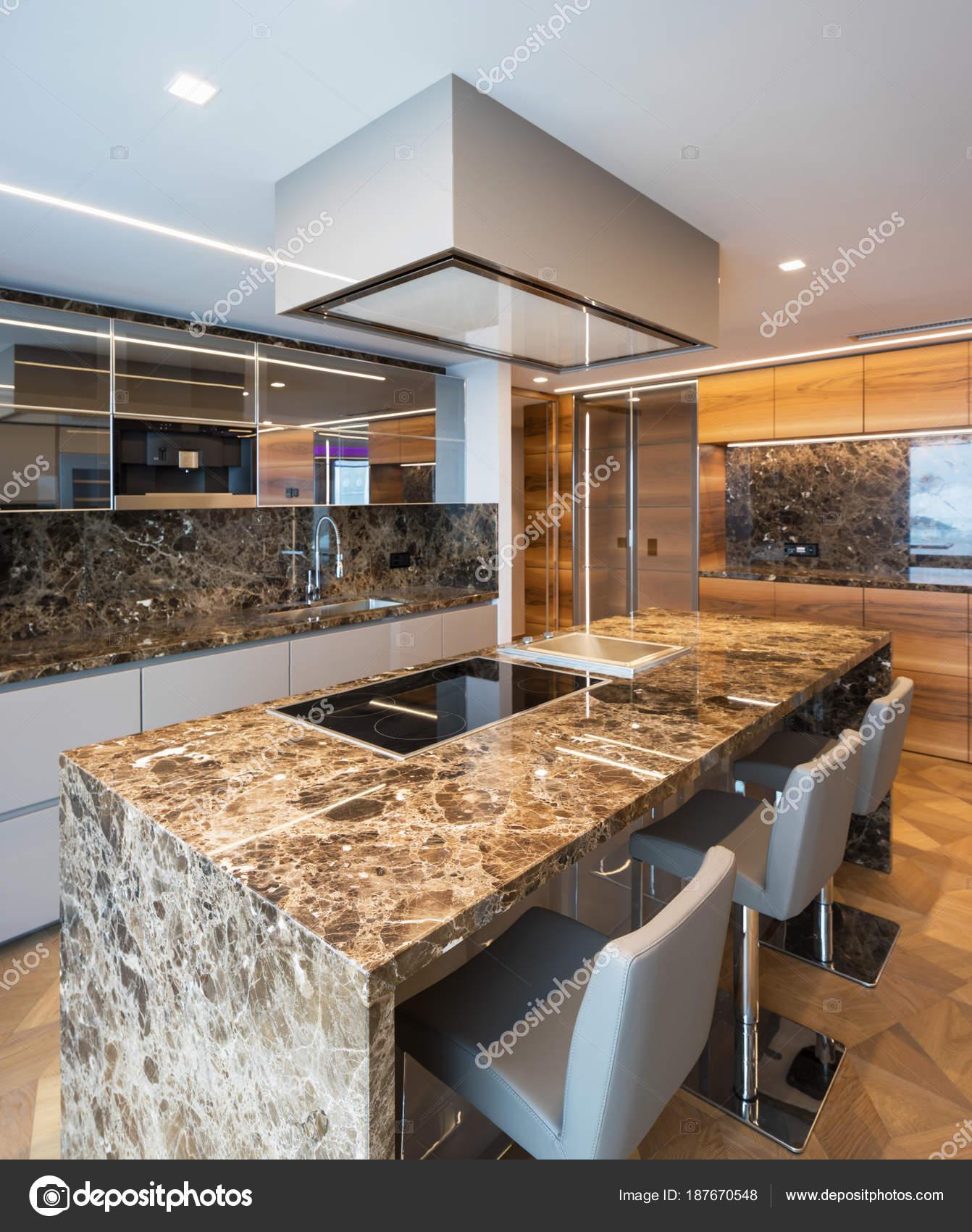 moderne marmor küche mit insel — stockfoto © zveiger #187670548