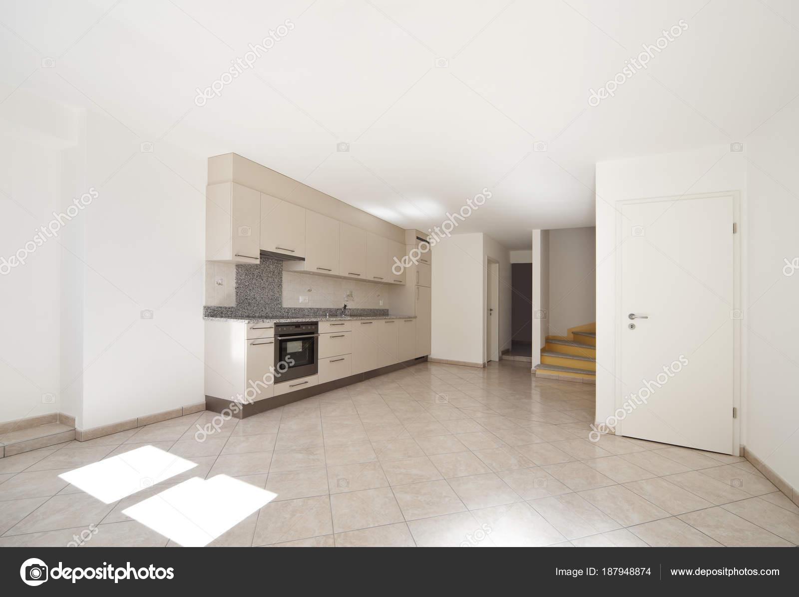 Innenraum des klassischen rustikale Wohnung, Küche — Stockfoto ...