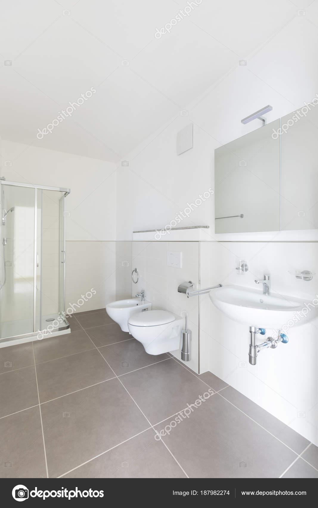 Neues Badezimmer gerade renoviert, sauber und ordentlich — Stockfoto ...