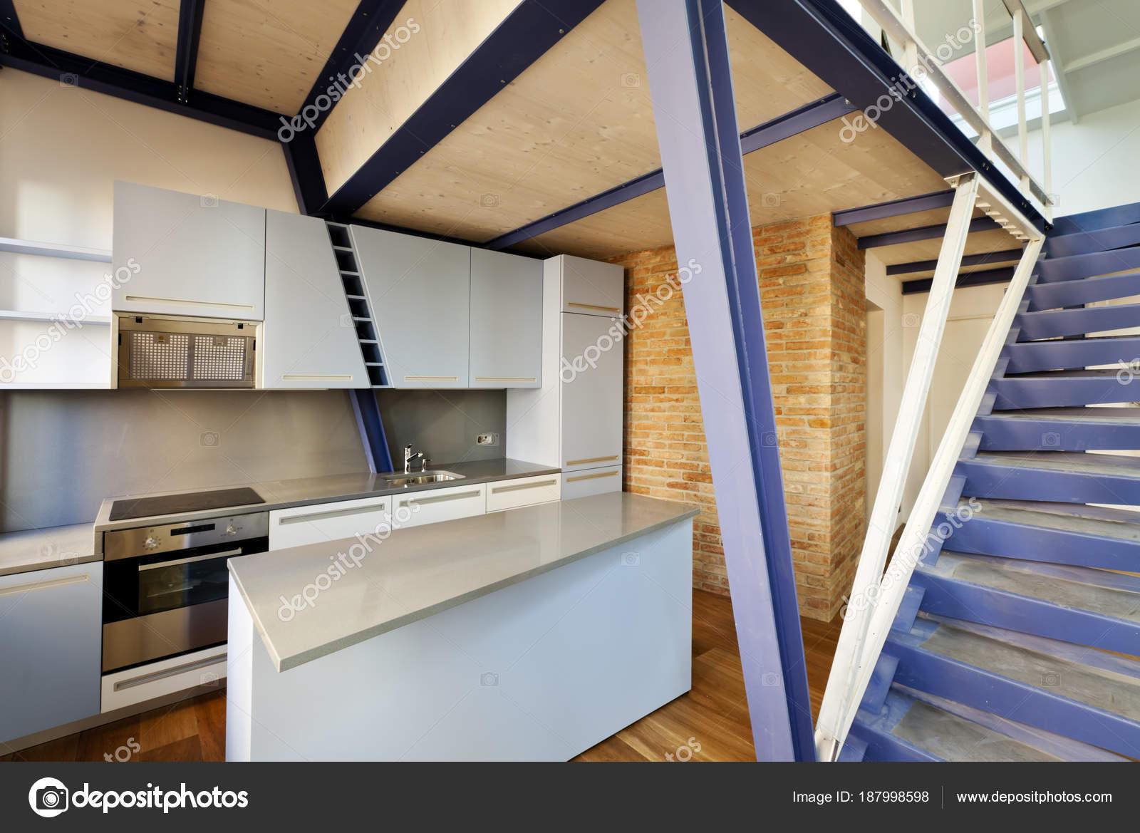 moderne Wohnung Design loft — Stockfoto © Zveiger #187998598