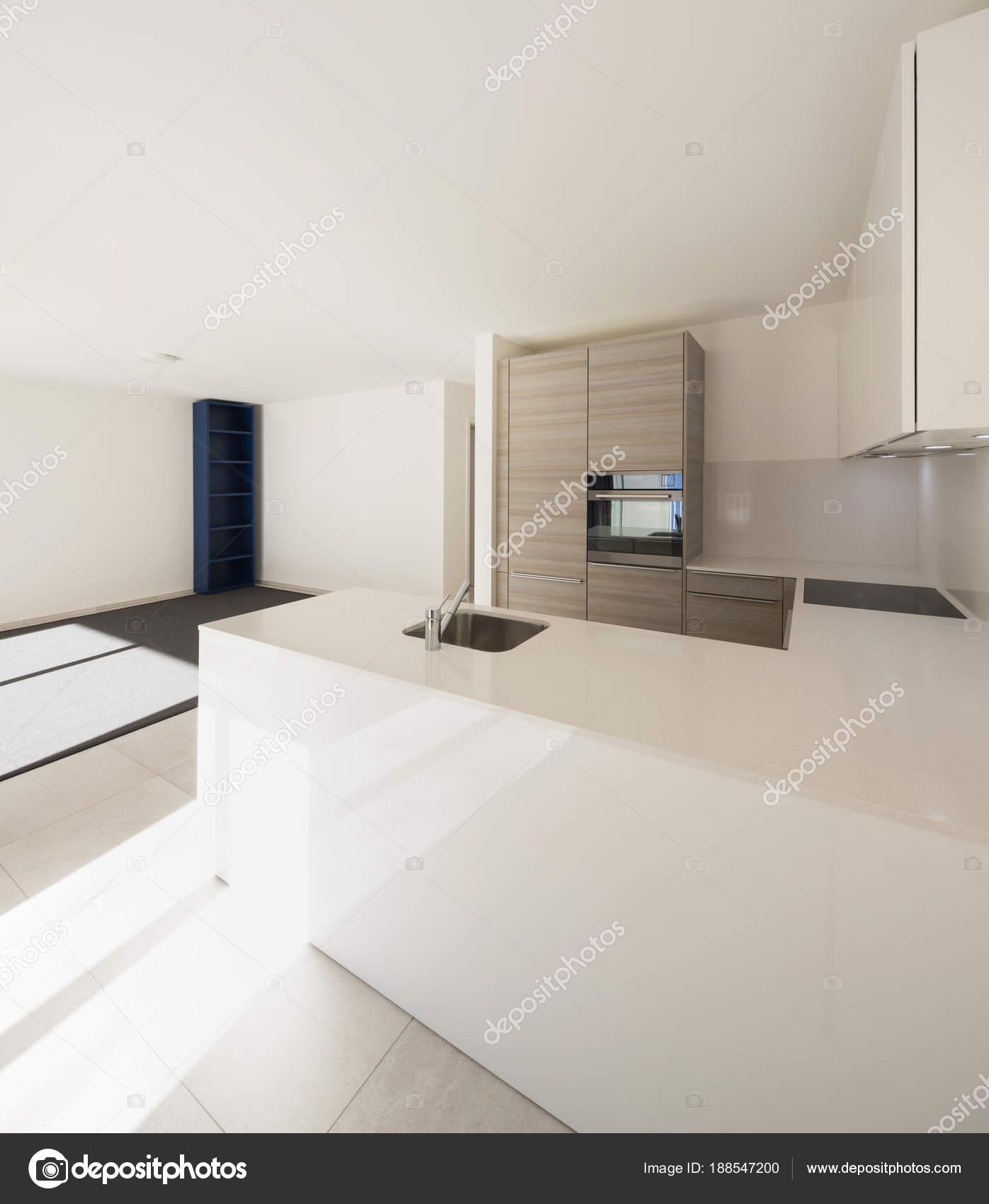 Moderner offener Raum mit Wohnzimmer und Küche — Stockfoto © Zveiger ...