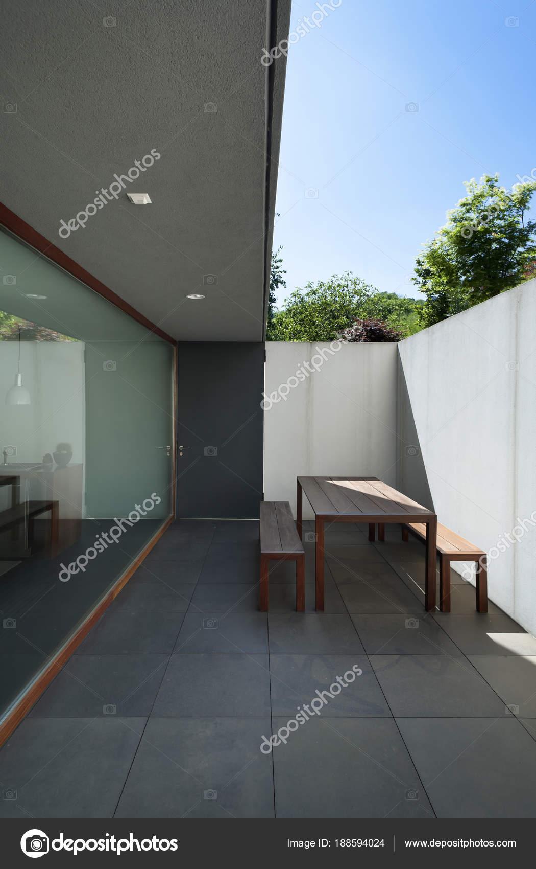 Villa de style moderne extérieur — Photographie Zveiger © #188594024