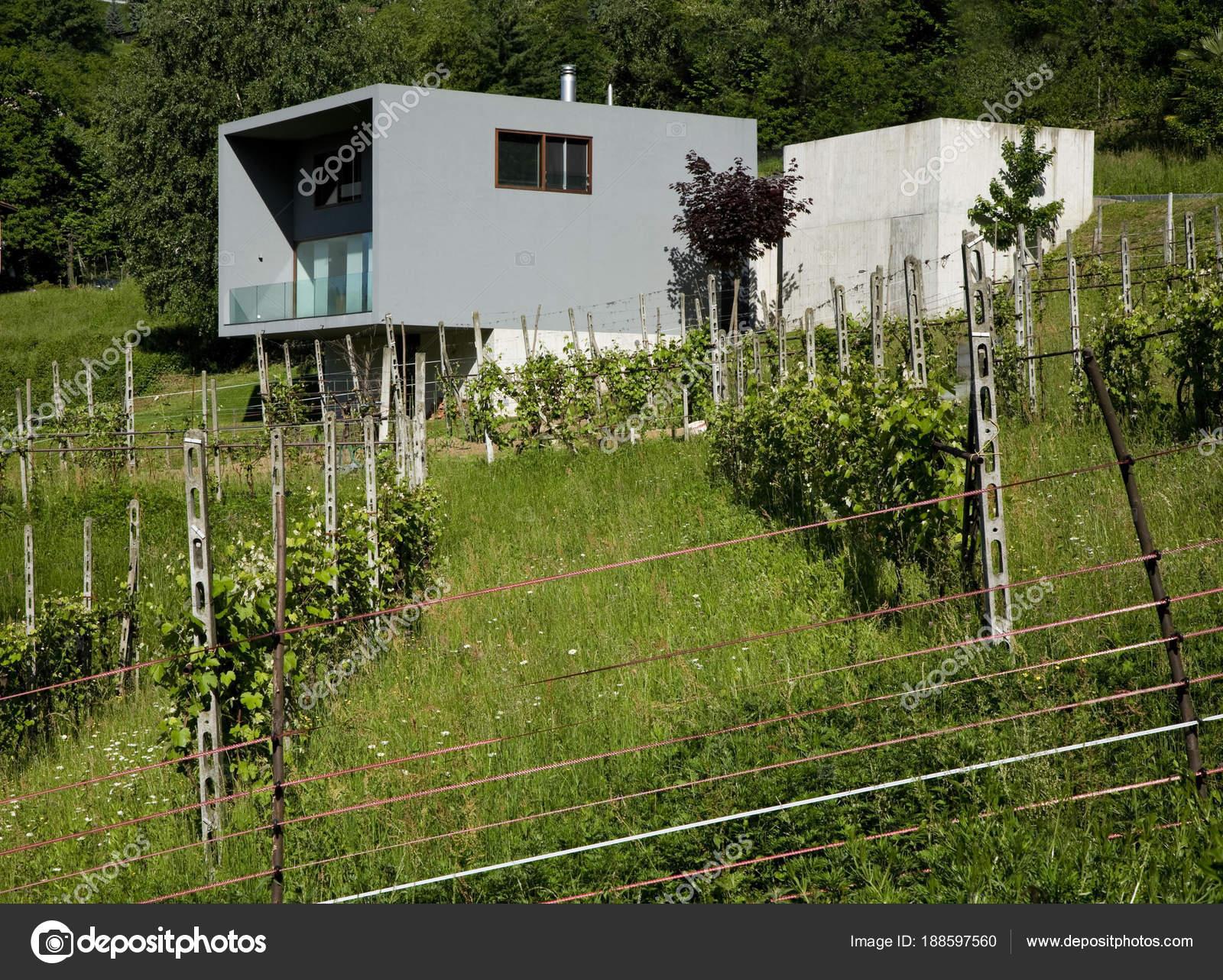 Casa Stile Moderno Esterni : Villa in stile moderno esterno u foto stock zveiger