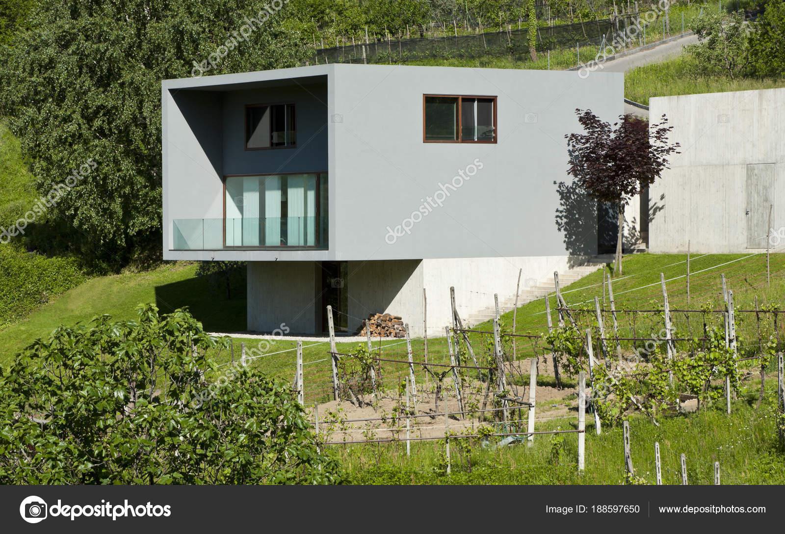 Villa in stile moderno esterno foto stock zveiger for Casa stile moderno