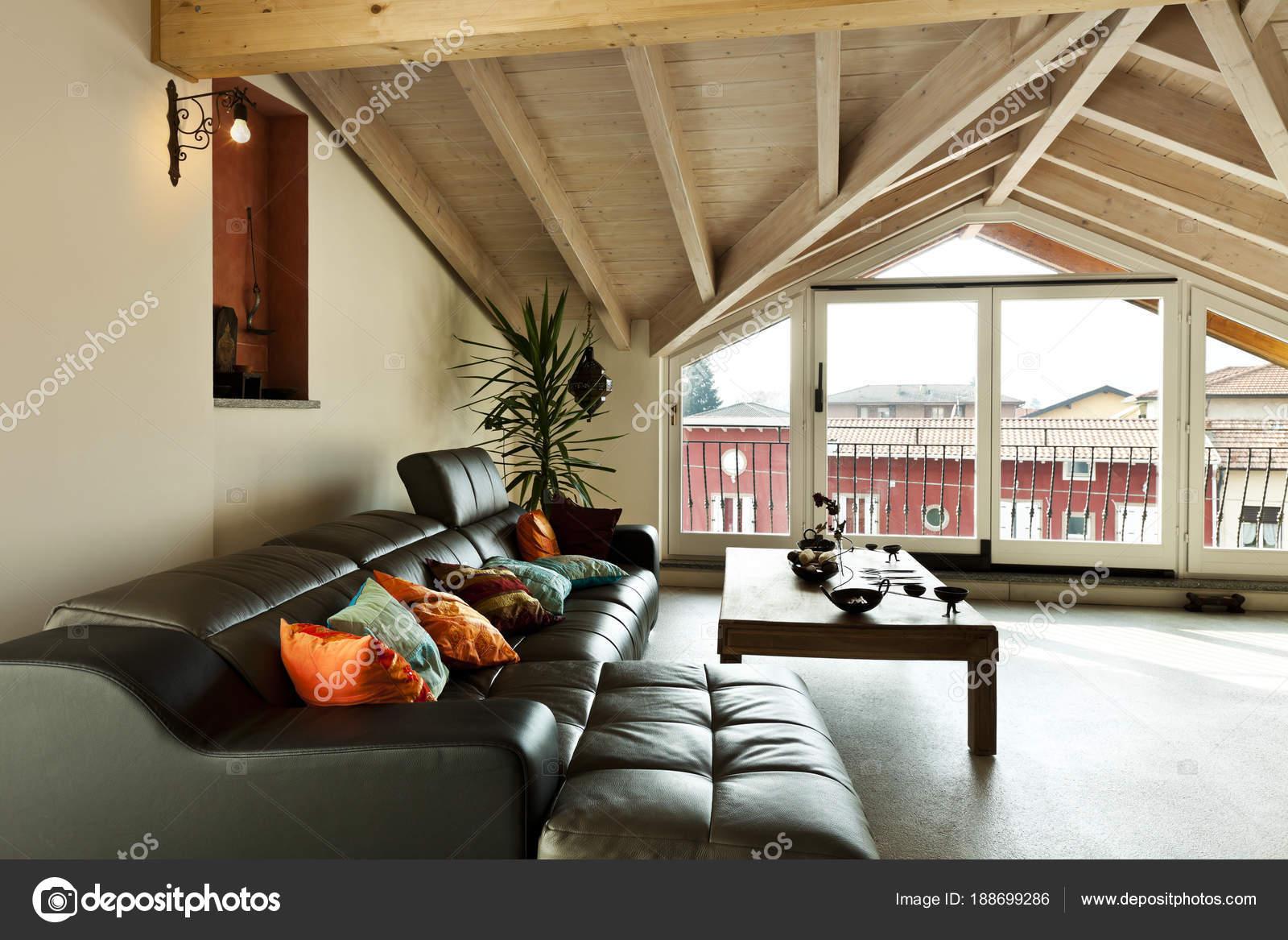 innen neue Loft, ethnische Möbel, Wohnzimmer — Stockfoto © Zveiger ...