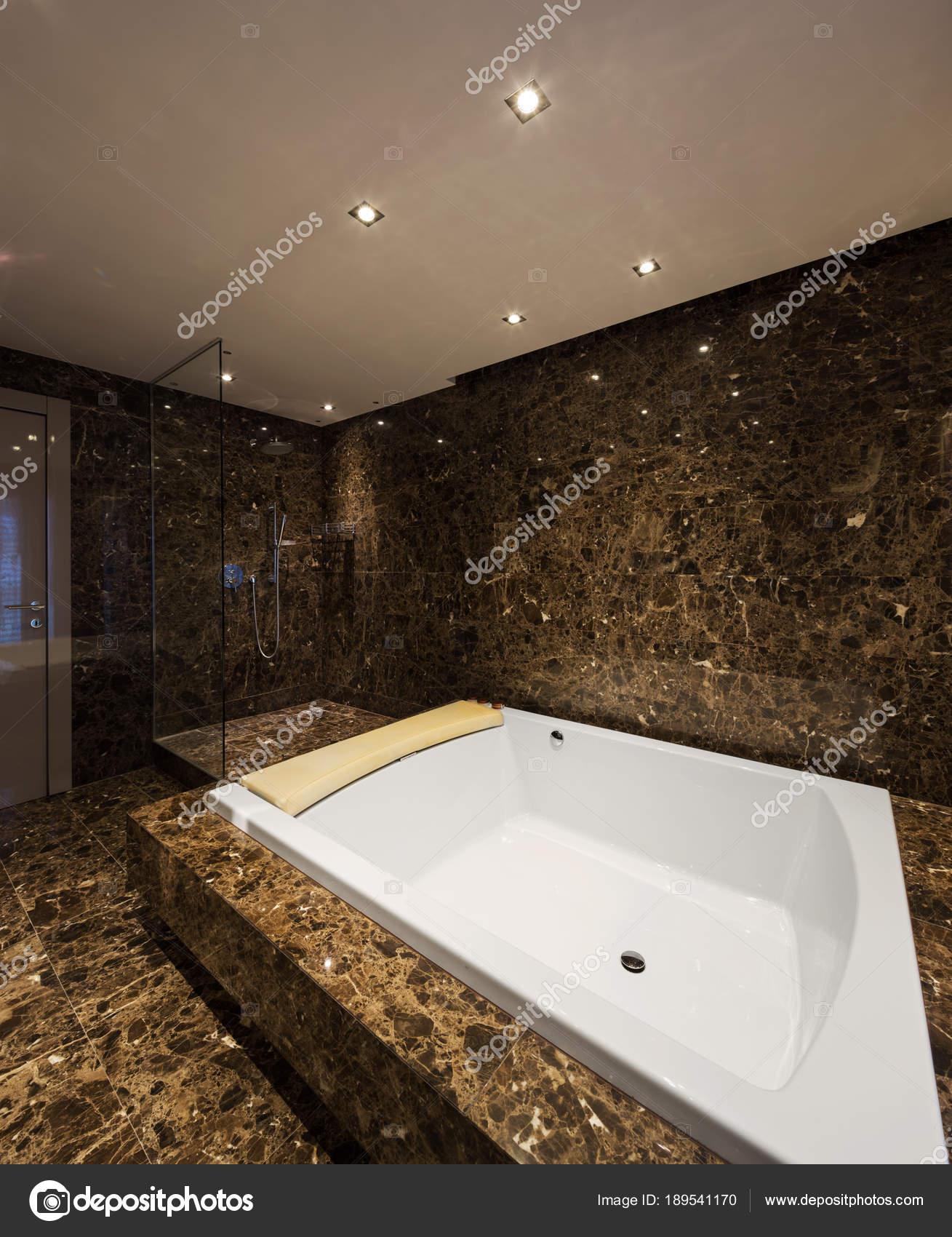 Eleganckie I Przestronne Marmurowe łazienki Zdjęcie