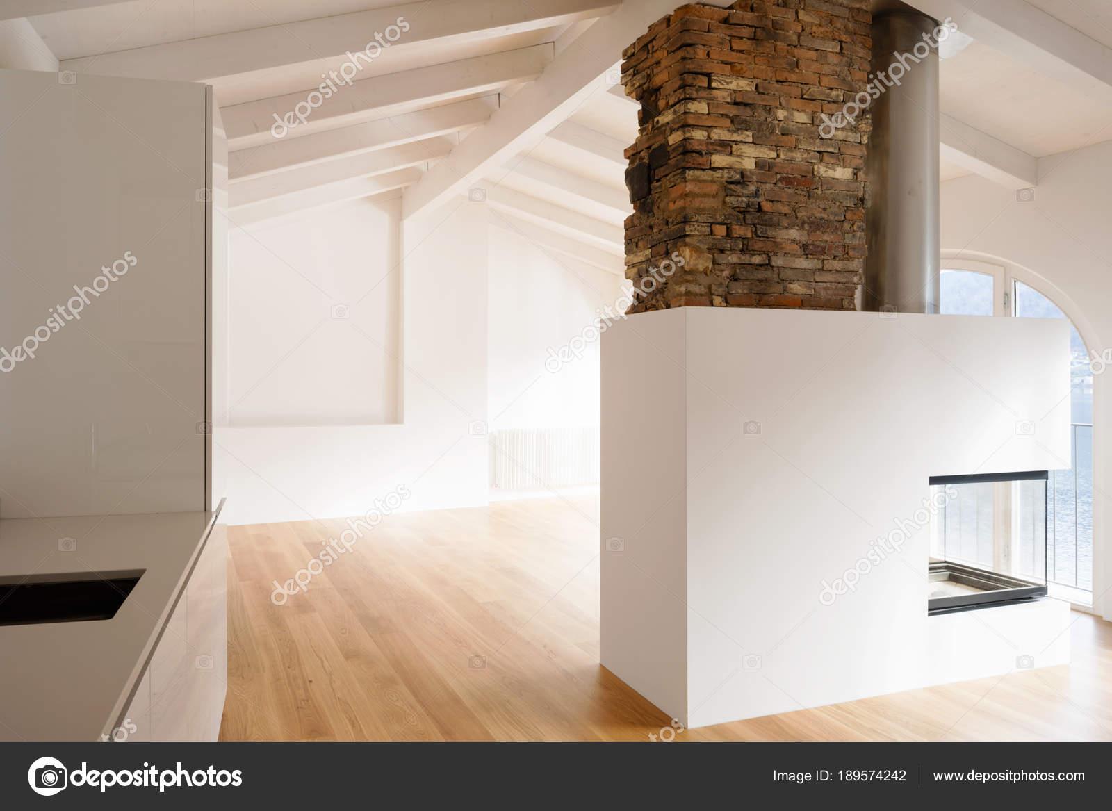 Super Modernes Wohnzimmer mit Kamin in der Mitte — Stockfoto © Zveiger JS76