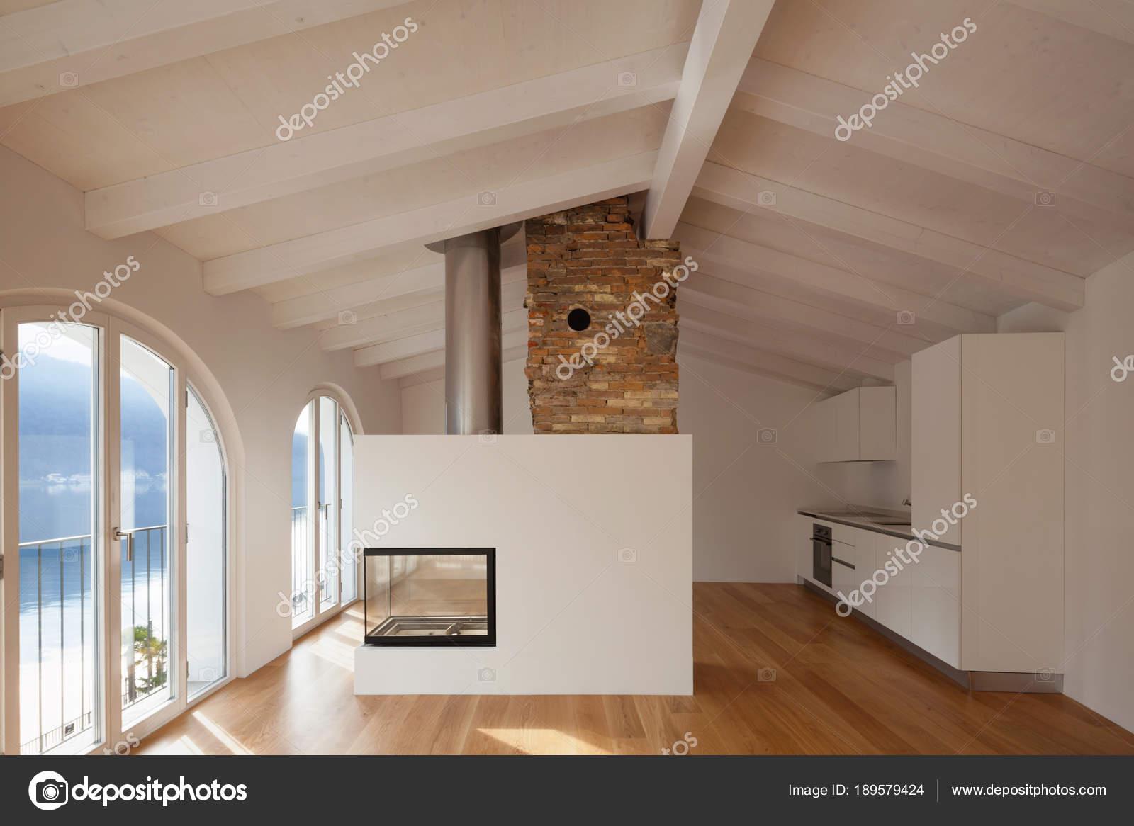 Elegant Modernes Wohnzimmer Mit Kamin In Der Mitte U2014 Stockfoto