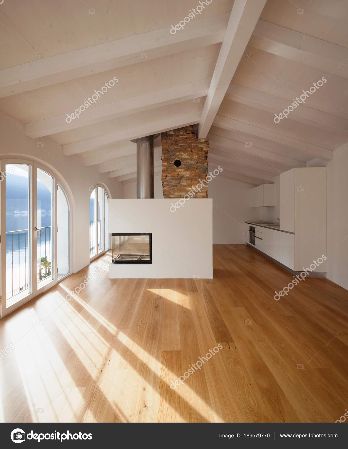 Moderno salotto con camino in mezzo foto stock zveiger for Salotto con camino