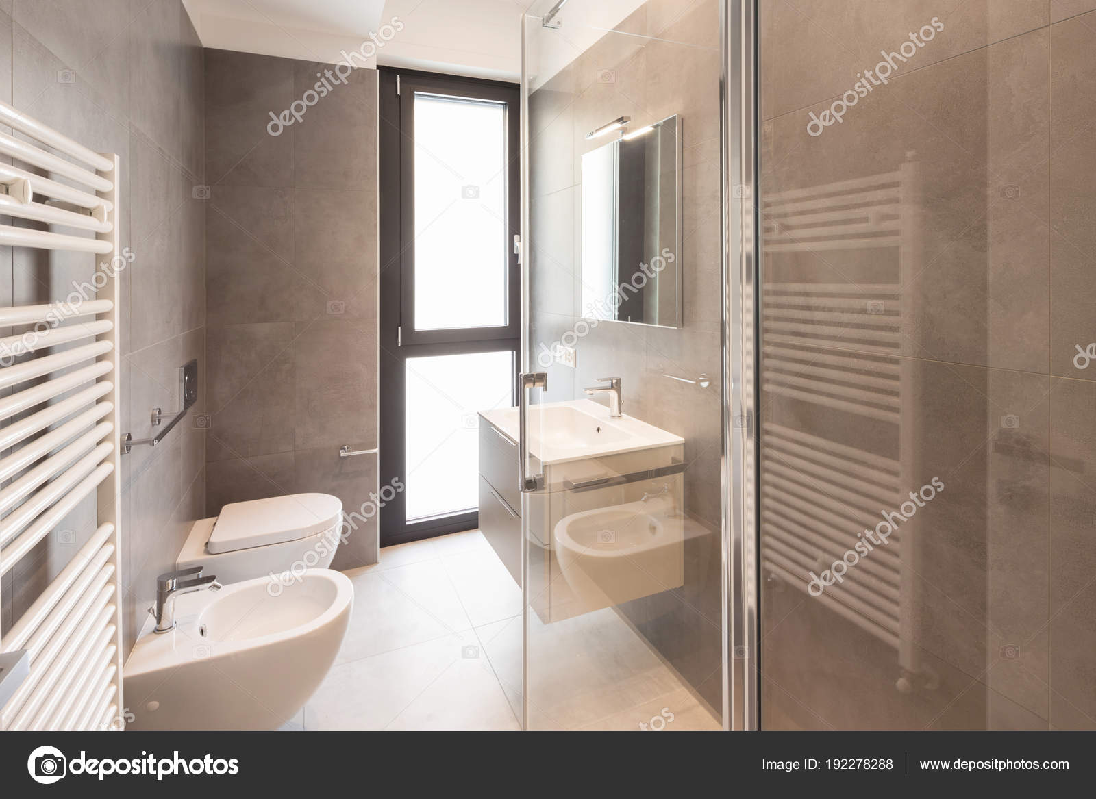 Grote Tegels Badkamer : Minimalistische moderne badkamer met grote tegels u2014 stockfoto