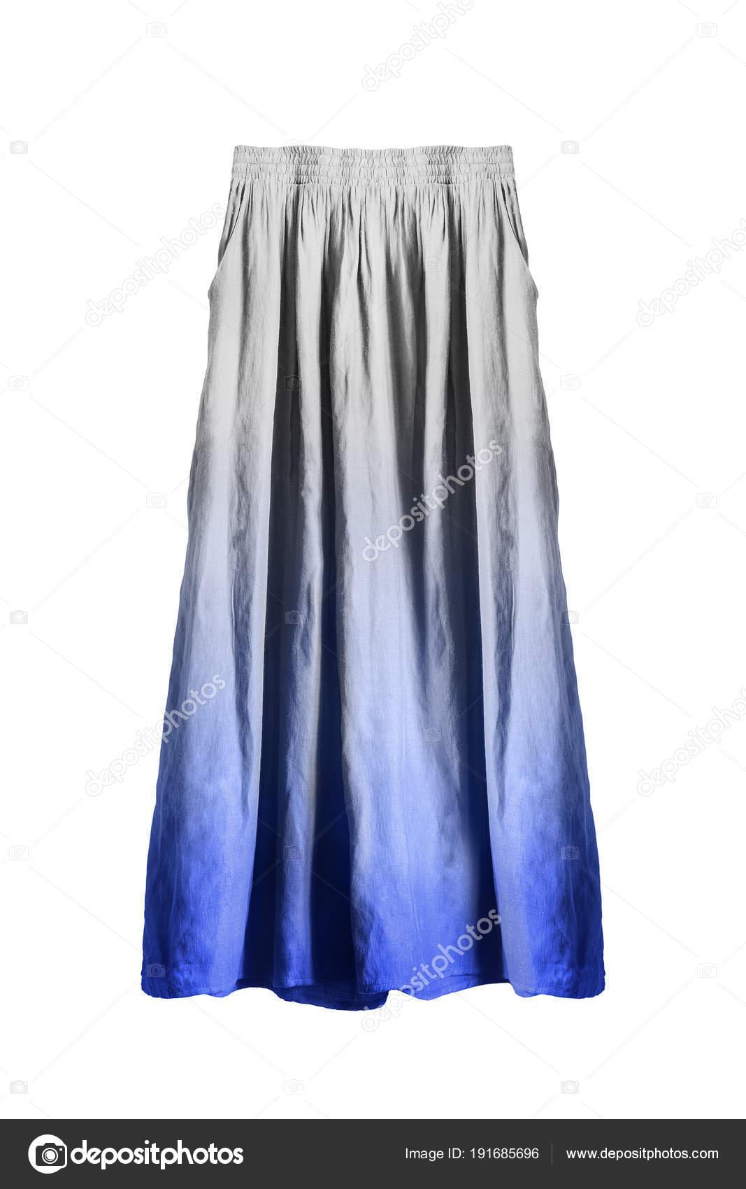 80d8bba1017ff0 Lang uitlopende blauwe en witte linnen rok op witte achtergrond — Foto van  ...