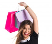 žena s mnoha nákupní tašky