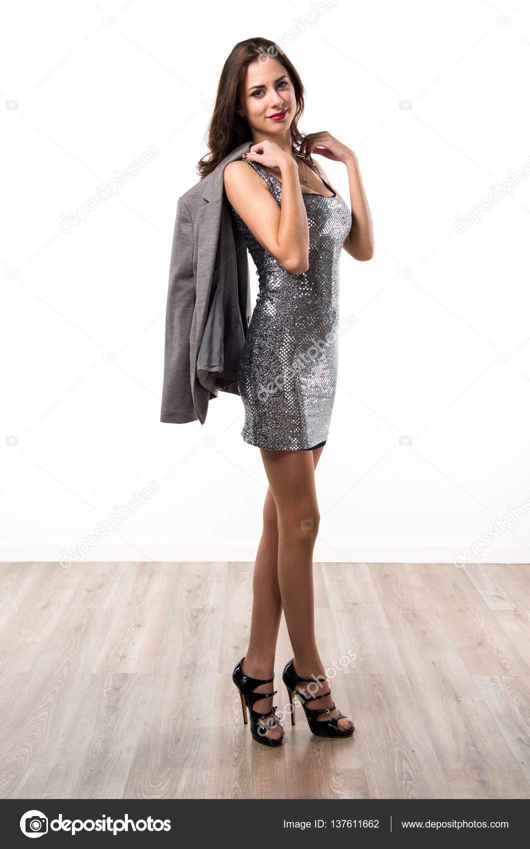 schöne Frau in einem Party-Kleid — Stockfoto © luismolinero #137611662