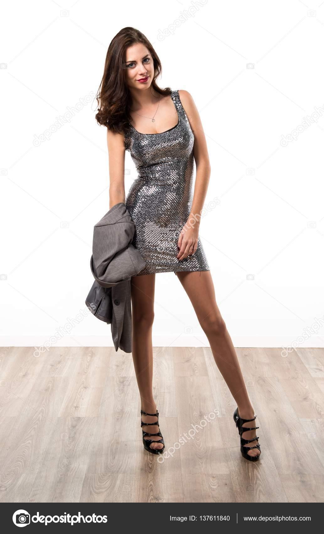 schöne Frau in einem Party-Kleid — Stockfoto © luismolinero #137611840