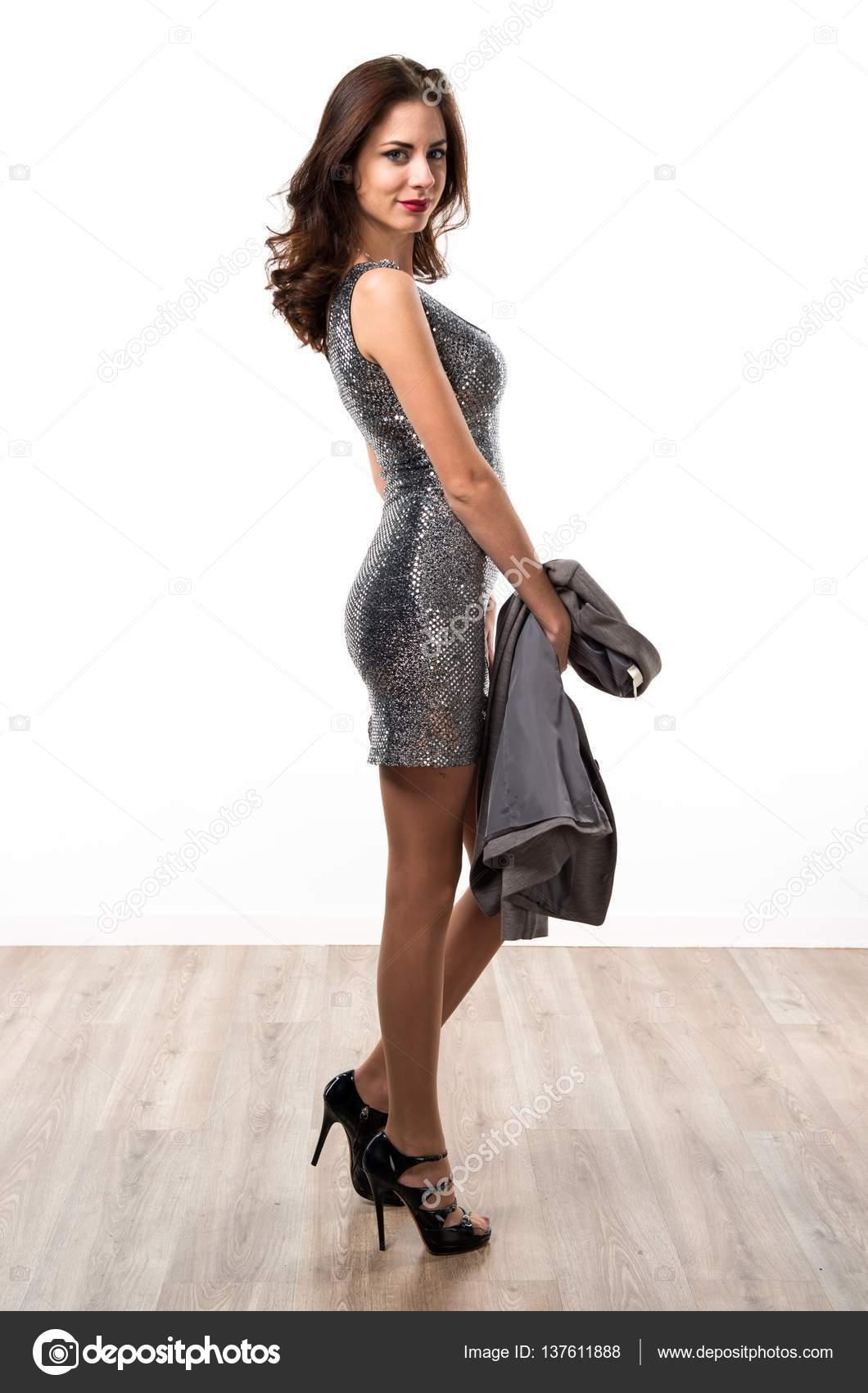 schöne Frau in einem Party-Kleid — Stockfoto © luismolinero #137611888