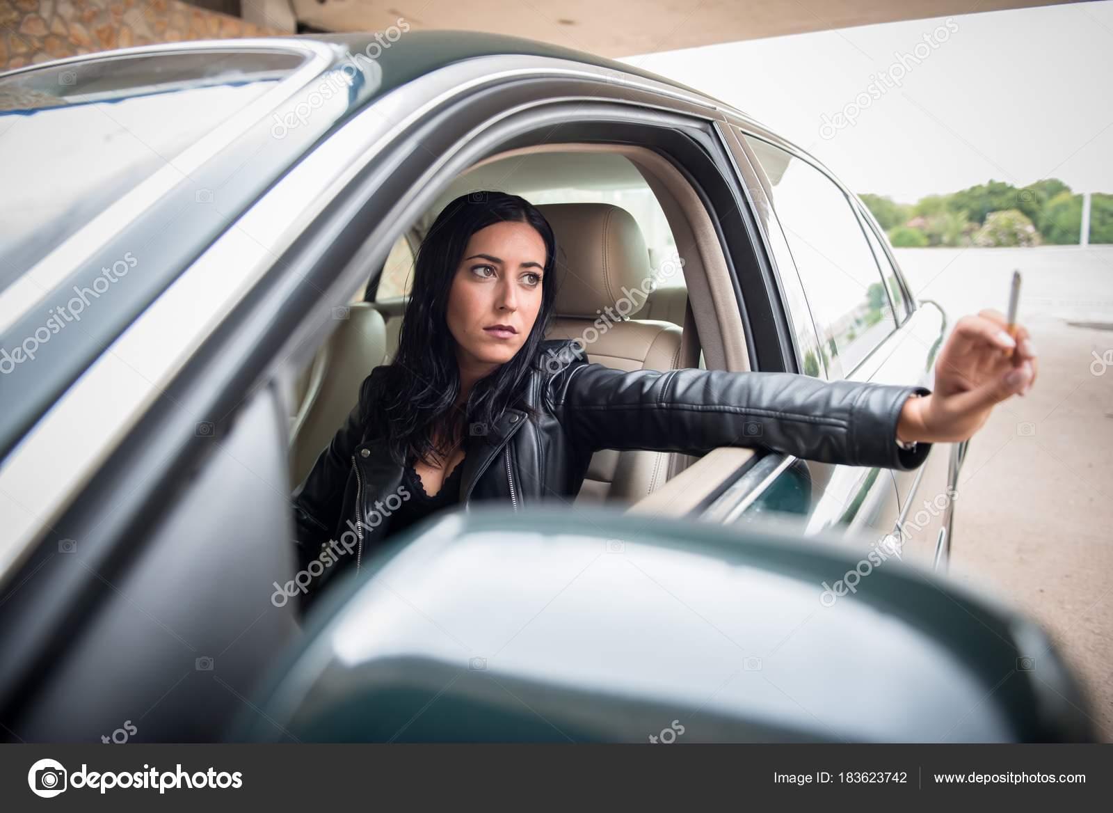 Latina auto kouření