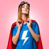 Fényképek Szép superhero lány büszke magát színes háttérrel