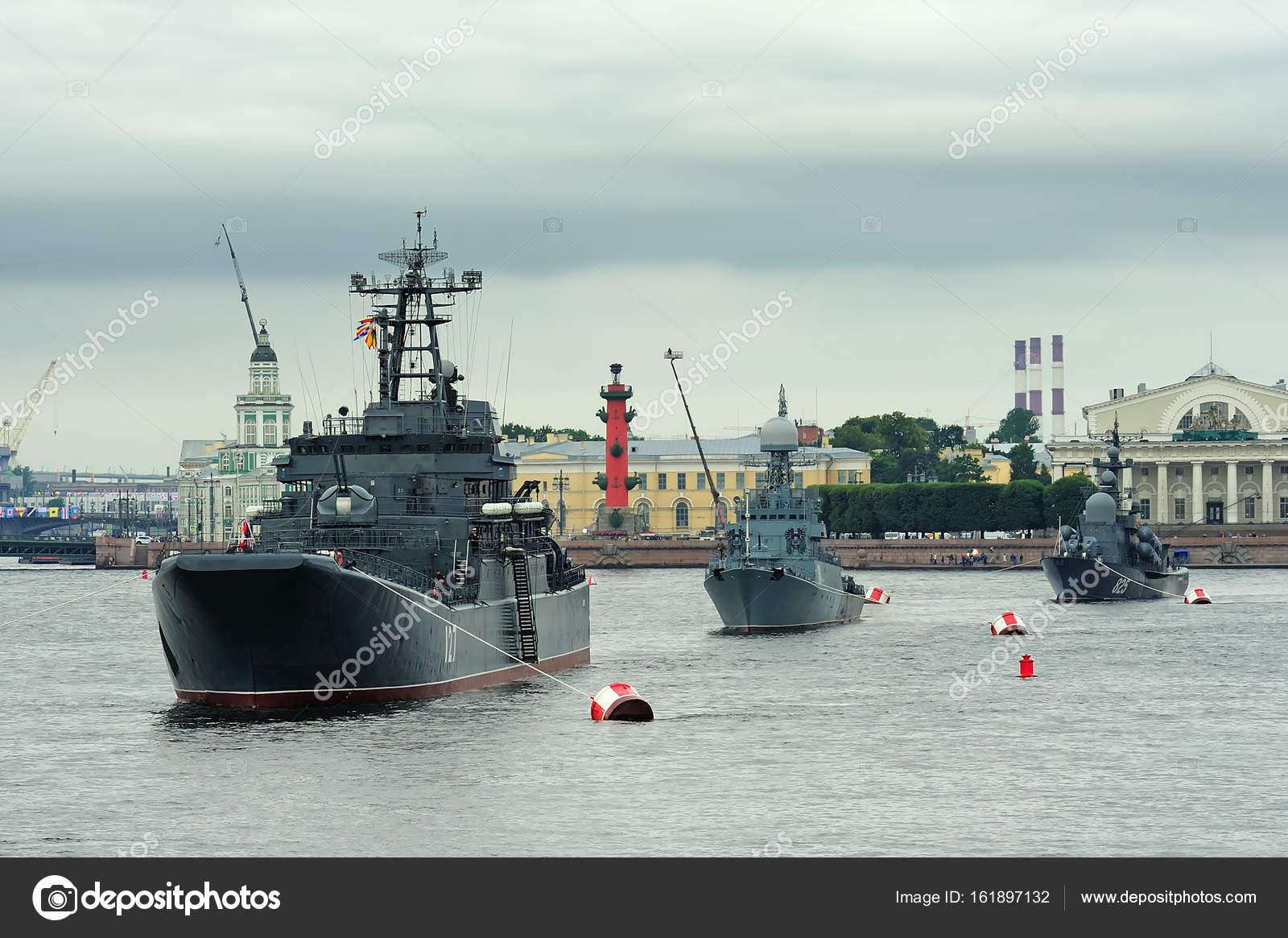 Large landing craft Minsk, anti-submarine corvette Urengoi