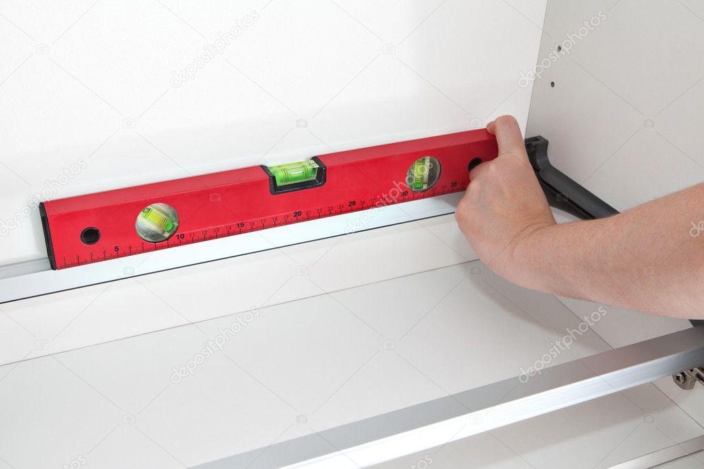 Handwerker, die Messung der Höhe mit Spezialwerkzeug — Stockfoto ...