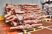 zmrazené zásoby červeného masa v chladné skladu
