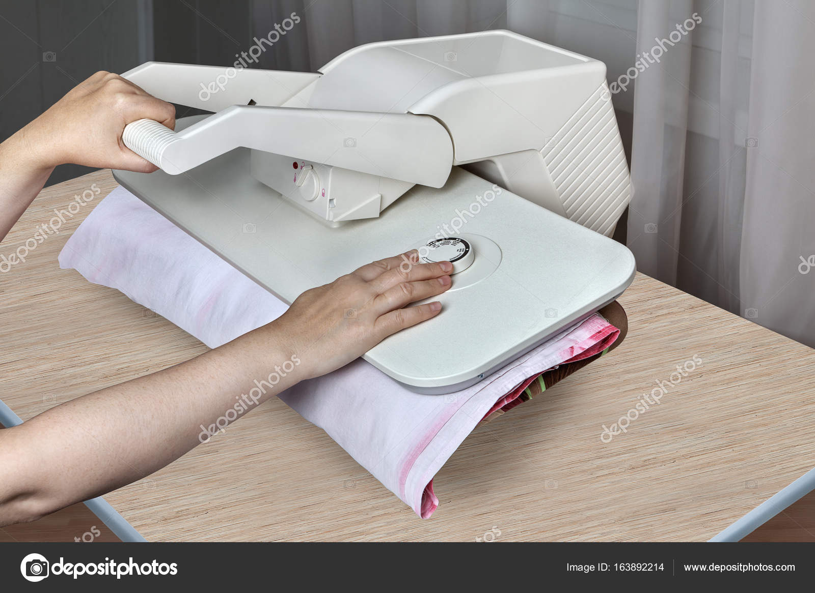 M quina de la prensa de vapor para el hogar la mujer for El universo del hogar ropa de cama