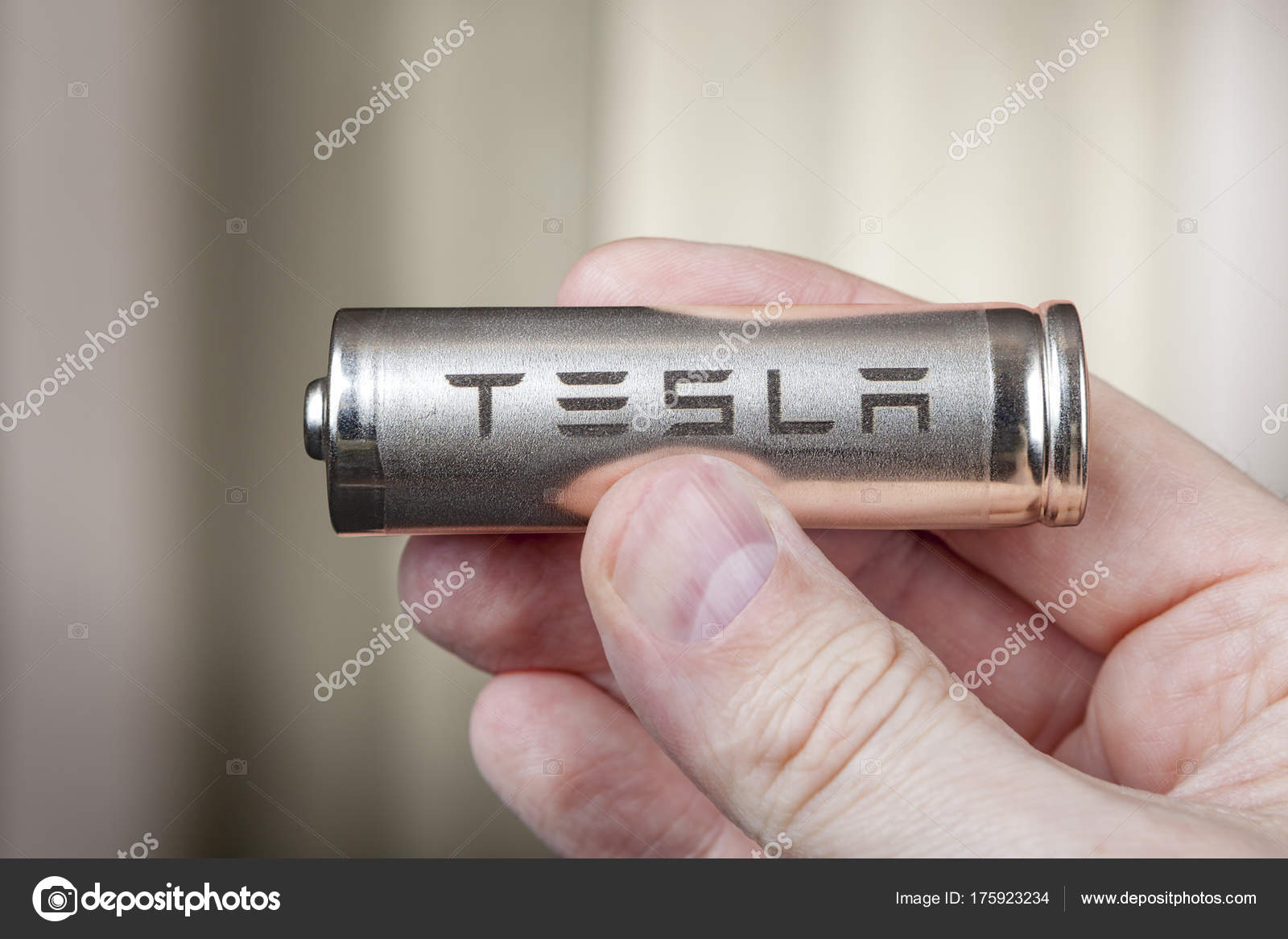 Tesla 2170 Battery lithium ion Cells pack, in human hand. — Stock Photo