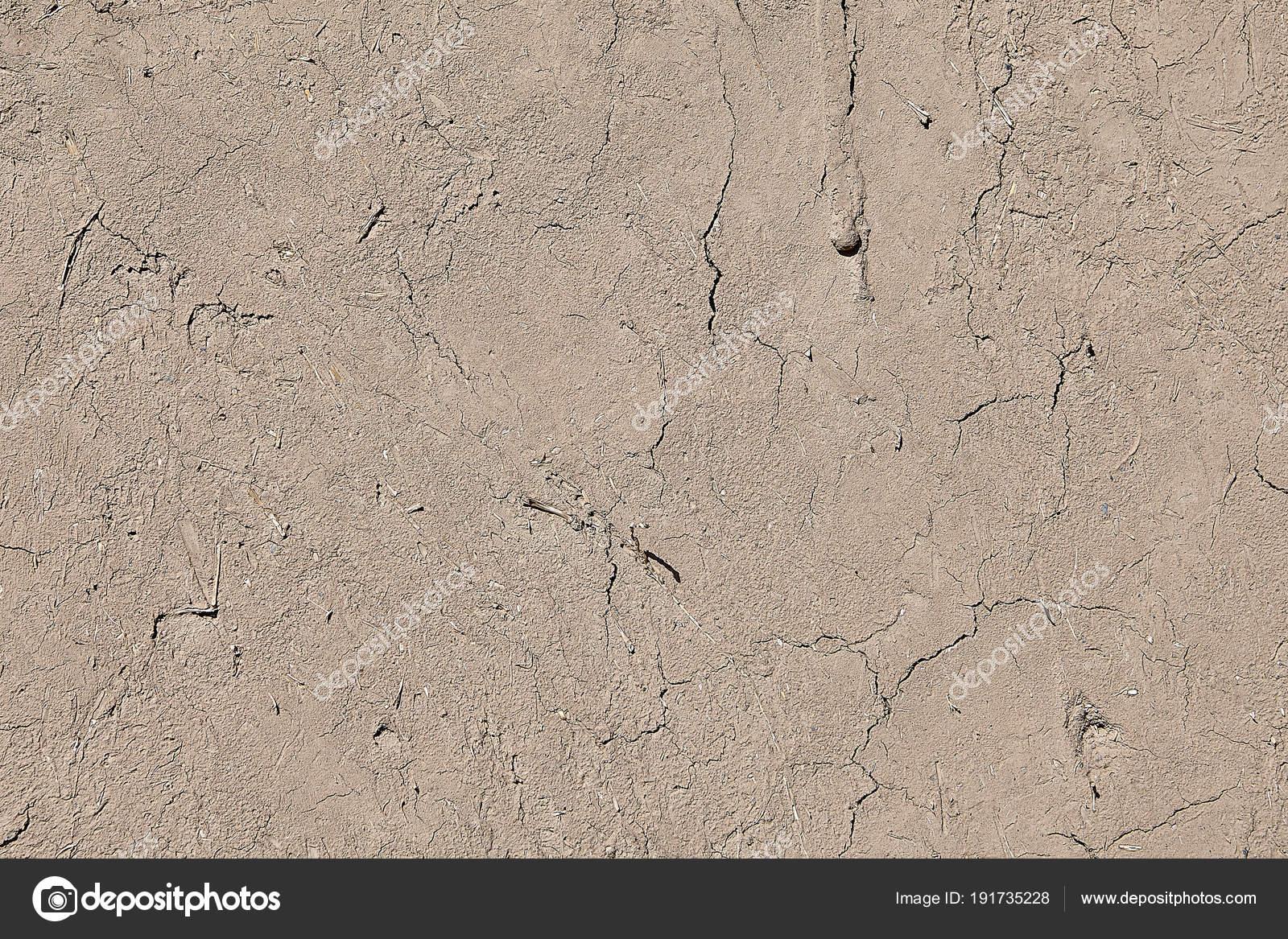 Intonaco di argilla piatto in crepe, recinto muro, texture di sfondo ...