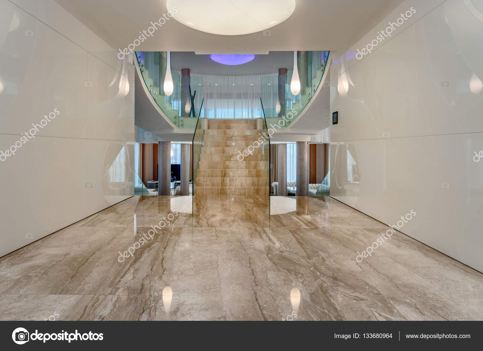 https://st3.depositphotos.com/2033345/13368/i/1600/depositphotos_133680964-stockafbeelding-moderne-marmeren-interieur-hal.jpg