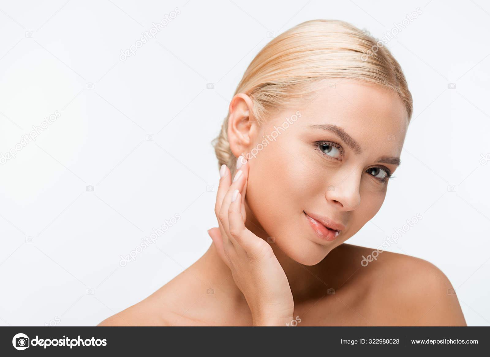 Ziemlich Nackte Frau Berühren Gesicht Und Blick Auf Kamera