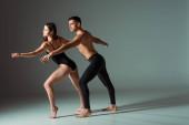 sexy tanečníci tanec moderní na tmavém pozadí s kopírovacím prostorem
