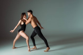 side view szexi táncosok tánc kortárs sötét háttér