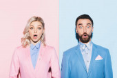sokkolt nő és jóképű férfi néz kamera rózsaszín és kék háttér
