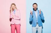 usmívající se žena a pohledný muž na růžovém a modrém pozadí