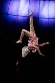 Photo attractive aerial acrobat performing in circus near blue light