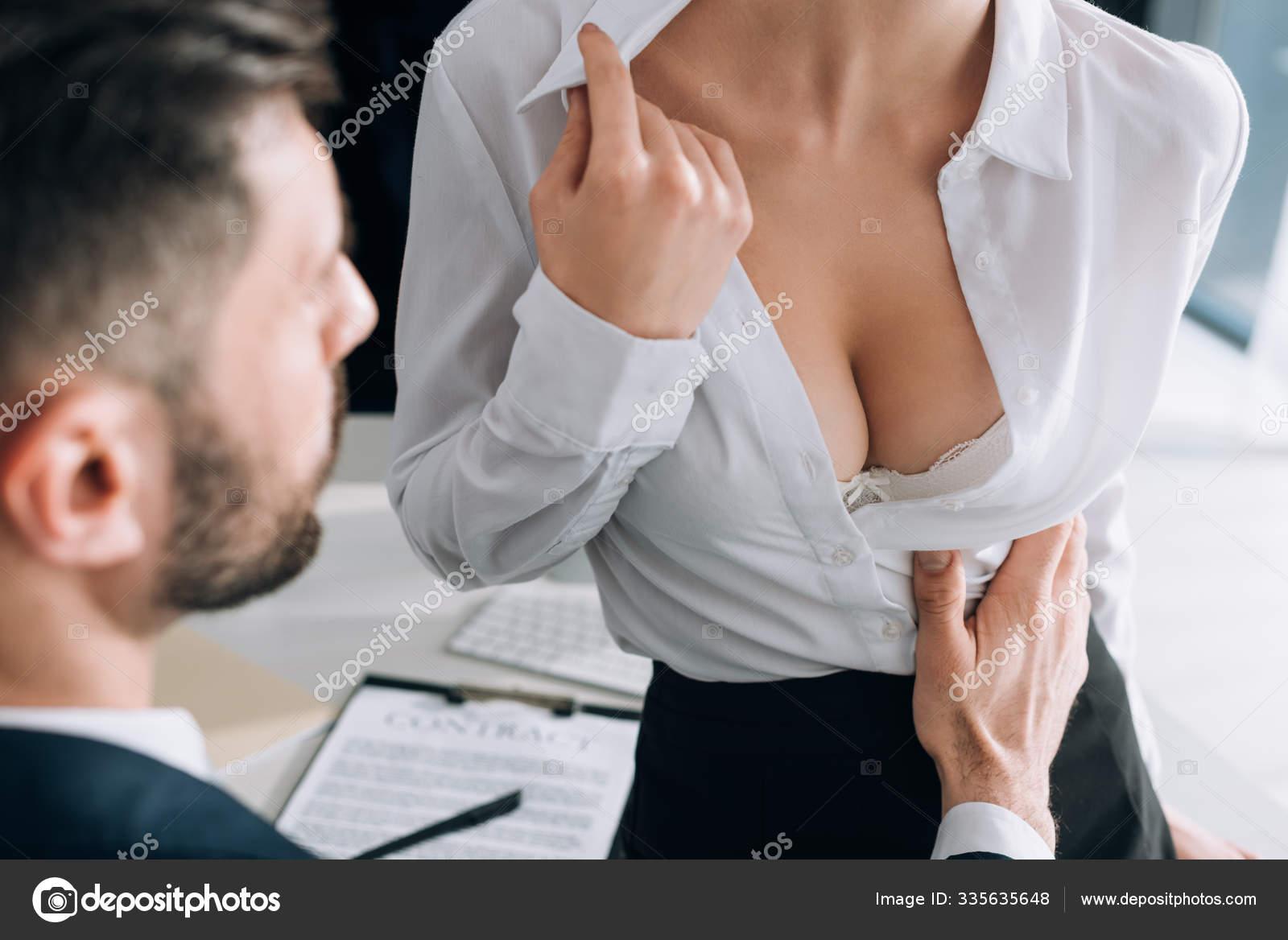 Sie Verführt Ihn Mit Ihren Großen Titten