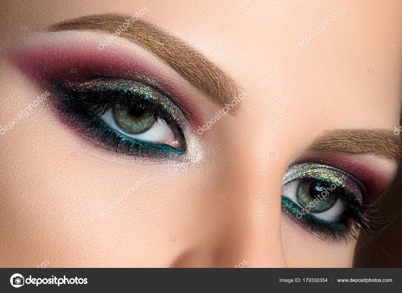 Nahaufnahme Von Grünen Augen Mit Fashion Make Up Stockfoto Dutko