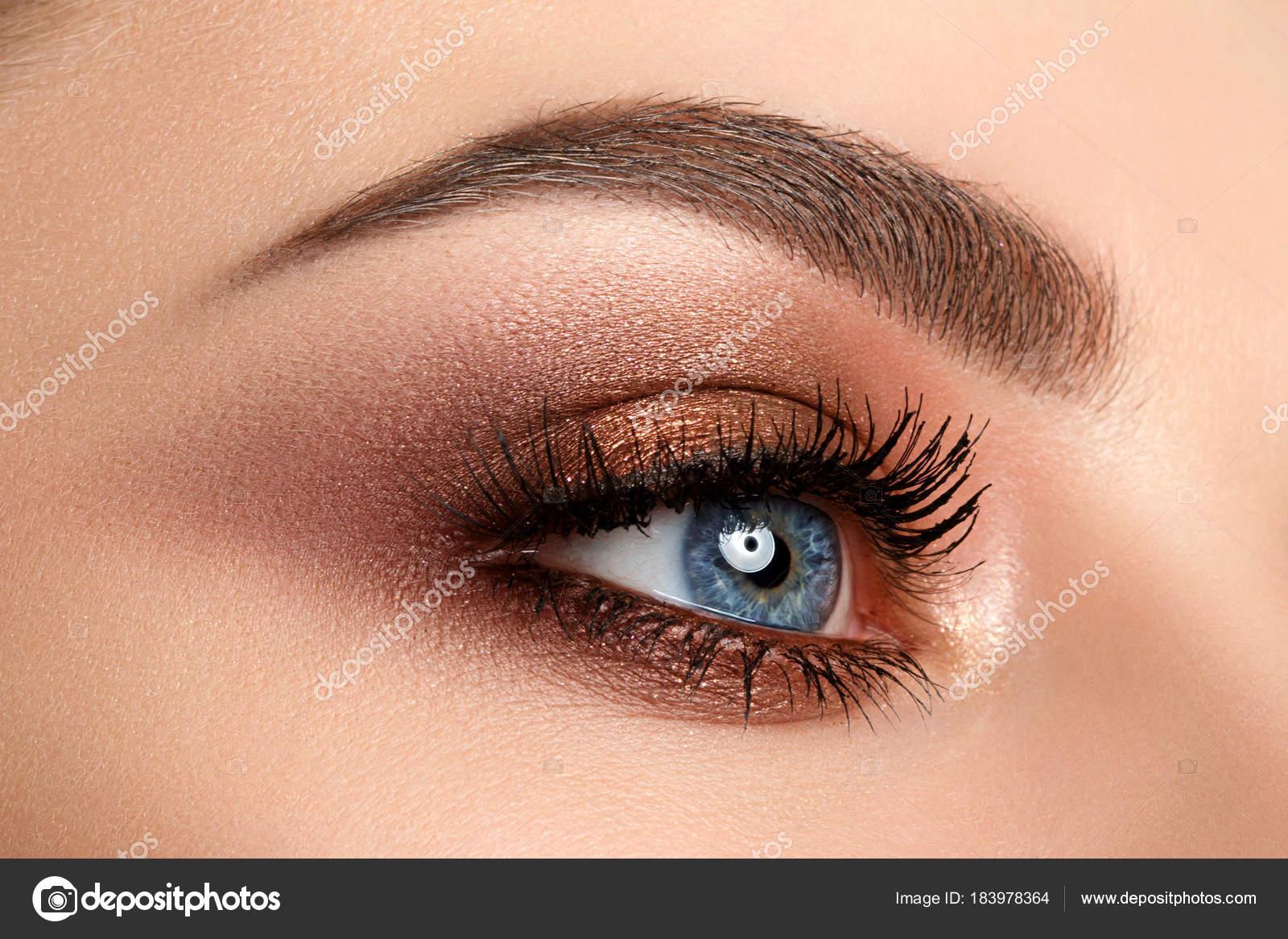 Zbliżenie Na Oko Kobieta Makijaż Smokey Oczy Zdjęcie Stockowe