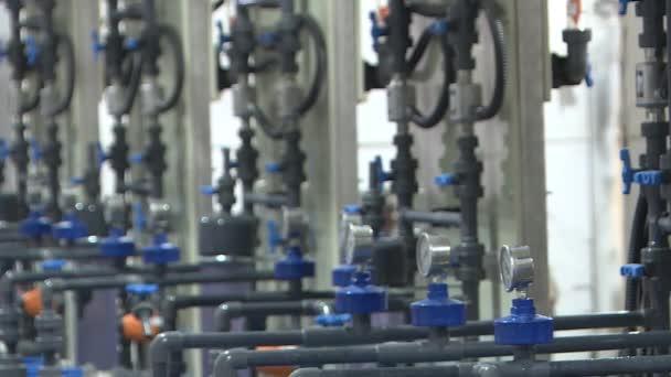 Maschinenraum in den Aufbereitungsanlagen. Ausrüstung in den Industrieanlagen .