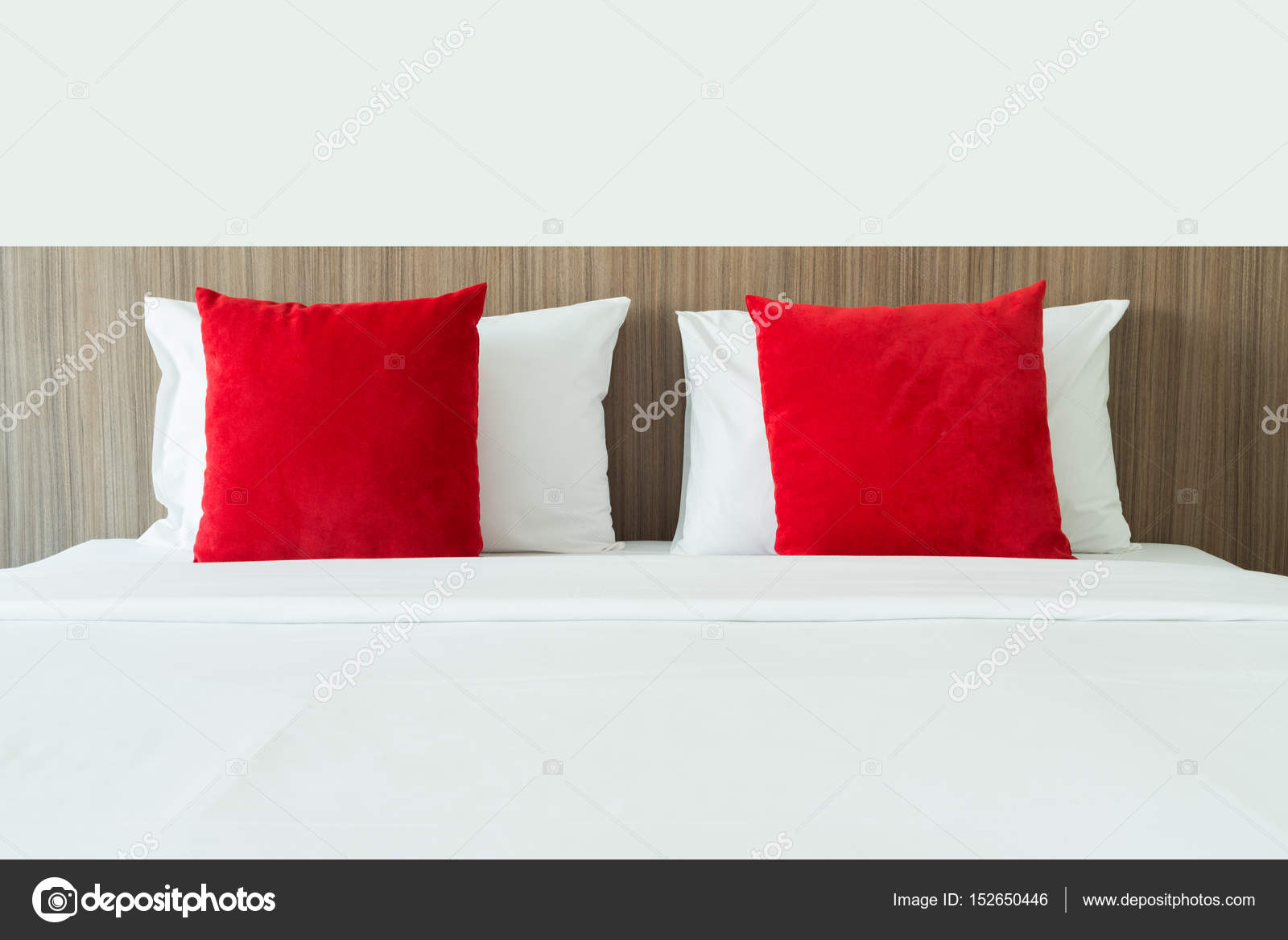 Cuscini Bianchi E Rossi.Red And White Pillows On A Bed Stock Photo C Kittichai 152650446