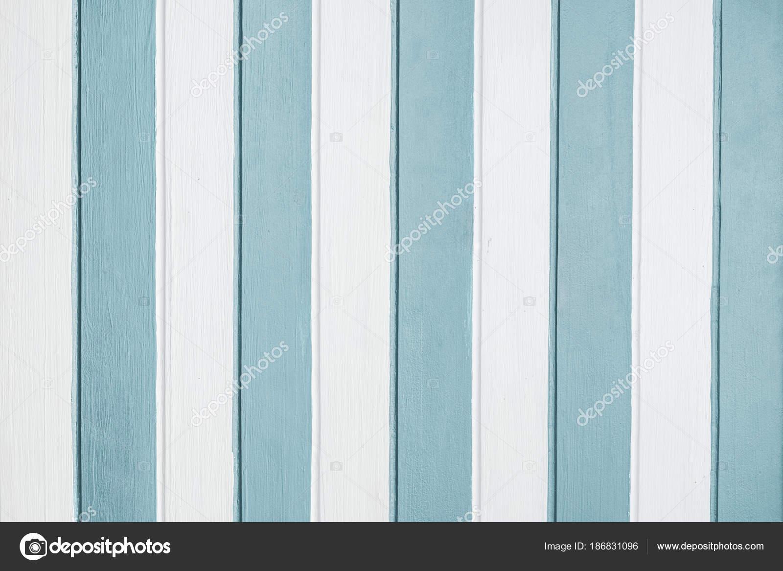 Pareti A Righe Blu : Parete di legno vernice righe bianche e blu verticali u foto stock