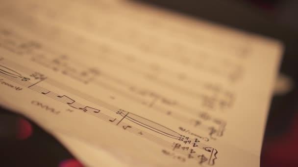 Zenés kottát tartalmazó lap