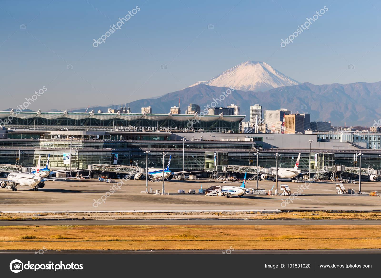 Aeroporto Tokyo : Japão tokyo dezembro aeroporto haneda com monte fuji fundo