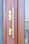 Fotografie Gold Metall Griff und Holz Tür