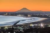 Fudži a pláž u Iioka města, prefektuře Čiba. Mt.Fuji je 185km. pryč, ale lze považovat za jasných dní